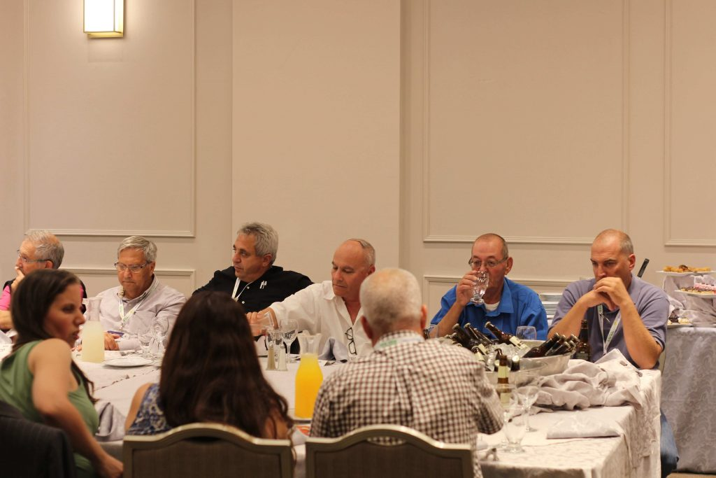אורחי פורום המומחים בהרצאתו של ד״ר ג'ונסטון